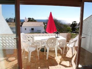 Luz Bay, 3 bedrooms, pool and walk to the beach !