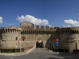 Casa Anna : come a Casa tua ! un Palazzo del 18 secolo ,nel Borgo medievale ....
