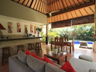 VILLA OCEANE 3 BR.  (6/7 p)10 mn walk of beach  SEMINYAK OBEROI in a quiet area, Seminyak