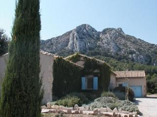 Provencal villa at the Foot of the Alpilles