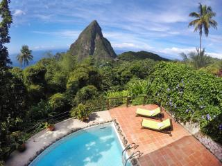 Coco Pitons Villa Overlooking the Pitons Mountains