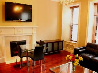 Large apt in fantastic location and beautiful bldg