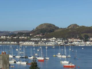 Central Conwy Townhouse with fantastic sea views
