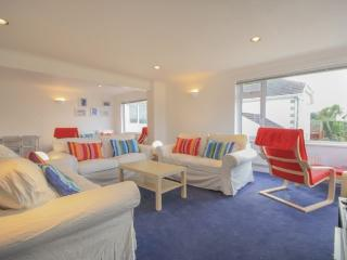 Karensa, Polzeath Holiday House with Sea views