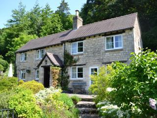 Idyllic Rural Cotswold Cottage near Cheltenham, Birdlip