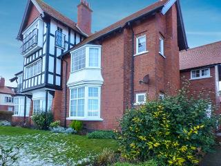 WOODCROFT COURT, seaside location, off road parking, shared garden in Bridlington, Ref 20913