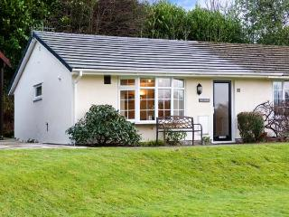 OWLSMOOR, semi-detached, lake views, all ground floor, WiFi, parking and garden, in Windermere, Ref 915690, Troutbeck Bridge