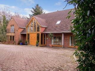 ABBOTS WOOD, detached house in three acres of grounds, indoor swimming pool and