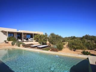 Quaint 4 Bedroom Villa in Formentera, Cala Sahona