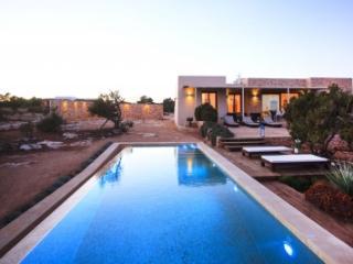 Quaint 4 Bedroom Villa in Formentera
