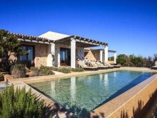 Fantastic 4 Bedroom Villa in Formentera