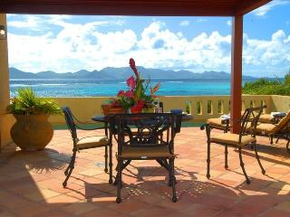 Honeymooners! Romantic Oceanfront Villa with Pool, Little Harbour