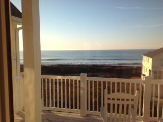 Ocean view penthouse villa 200 FT to beach, Ocean Isle Beach