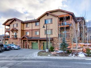 Colorful, contemporary Bear Hollow home w/hot tub & pool!, Park City