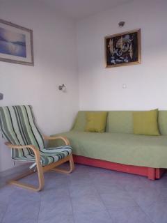 B2(2+1): living room