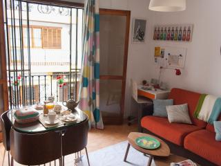 COSY STUDIO FLAT NEAR CATHEDRAL, Seville