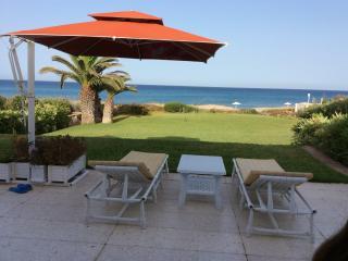 VILLA PIEDS DANS L'EAU, El Haouaria