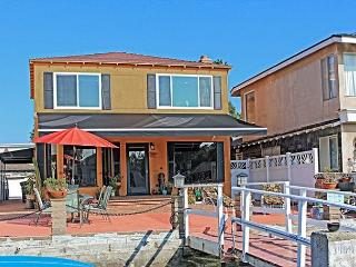 Relaxing Canal Views on Exclusive Newport Island - Charming Home, Large Patio