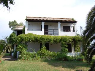 Cozy house with a private garden, 200 m to beach