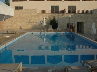 1 bedroom gf flat with large patio, Tersefanou