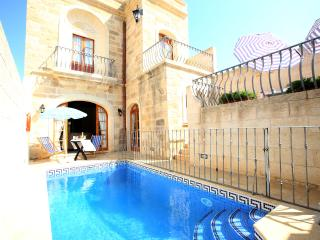 4 Bedroom Farmhouse with Private Pool, A/C, WIFI, Sannat