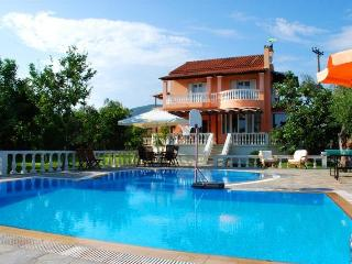 Family Villa house with private pool, Halikounas