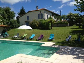 Chez Sarrazin farmhouse, garden and shared pool