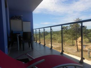 Algarve Beach T2 varanda para o azul e verde