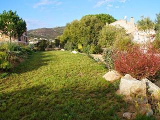 Belle villa contemporaine avec piscine à Calvi