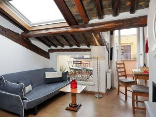 ROME CENTER TREVI FOUNTAIN COZY APARTMENT WITH TERRACE WI FI/AC
