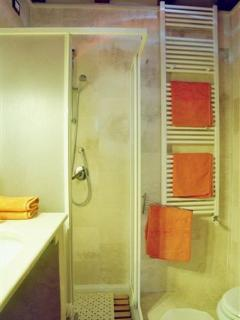 Gaia 2nd floor  - Bathroom with shower
