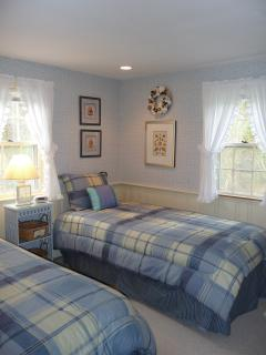 Bedroom 2 with two twin beds
