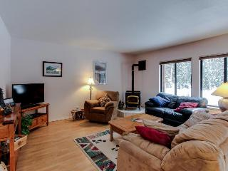 Cute condo near golf & Payette Lake with great amenities!, McCall