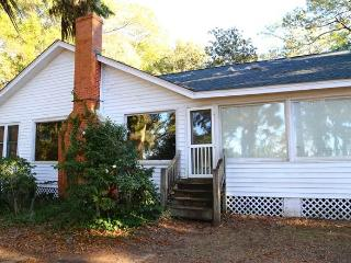 8584 Peter's Point Rd -'Squirrel's Nest'-Edisto Is