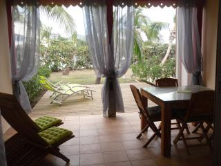 Salt & Sun - 1 bedroom, Beachfront and pool, Orient Bay