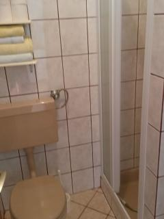 SA3(2): bathroom with toilet