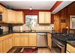 COZY LODGE/FIRE RING/2 kayaks/Use of Beach/Hiking/Trails/Parks pass, Lake Arrowhead