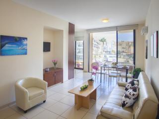 LAMK3 Eva's Suite - Mackenzie, Larnaka City
