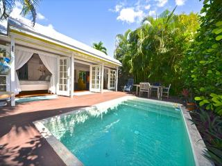 ROYAL OASIS - Beautifully Decorated 2/2 Monthly Rental w/ Private Pool, Key West