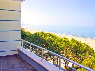 Fabulous Beachfront APT, 180° WOW!! Seaview, Pool, Durres