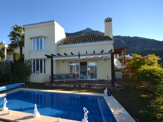 Contemporary private 3 bedroom villa, Istán