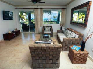Beautiful BeachFront Condo + Maid Service, Punta Cana