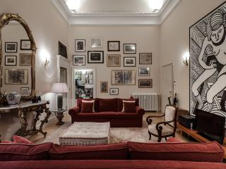 MILANO ANTICA APARTMENT, ELEGANT HOUSE IN THE CENTER, 4 BDR, PRIV. COURTYARD