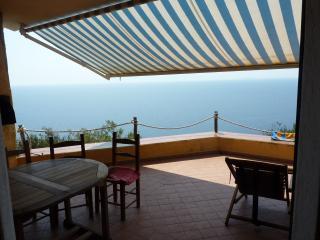 """Casa indipendente a picco sul mare """"Casa la prua"""", Torre delle Stelle"""