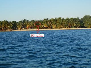 cabane dans un arbre sur la plage en demi pension, Nosy Boraha