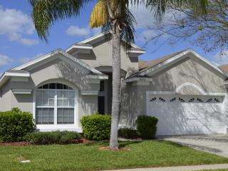Luxury Pool Home, Steps to Disney, Gated, 5 Star!!, Kissimmee