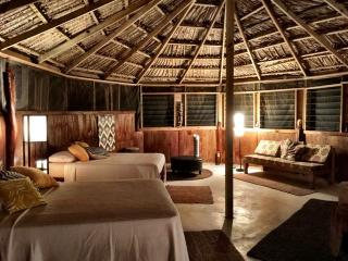 Mandela African Great Hut, Treasure Beach