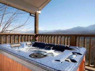 Romantic, All the Extras, Hot Tub, Fire Pit, WiFi, Gatlinburg