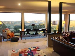 Halcyon Cottage Retreat - stunning views Gippsland