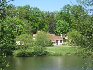 2 nice holiday houses Dordogne/France on a familyparc for 4 adults and 2 kids.